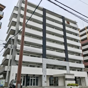 竹下通り沿いの大きな建物。