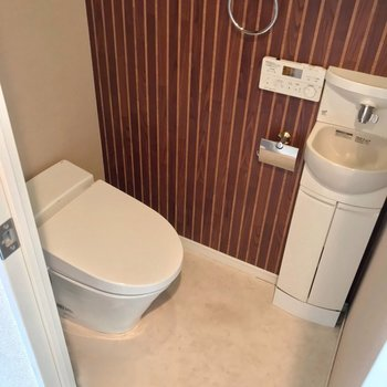 トイレは手洗い付き。