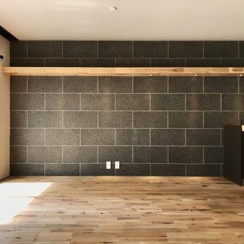 キッチン側の壁、本物のタイルでした…!