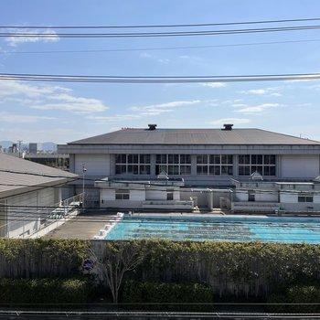 眺望は小学校のプール!なんだか懐かしい光景・・!