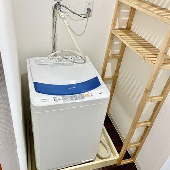 洗剤などを置くスペースも。