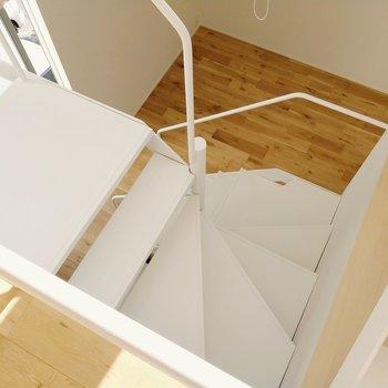 それでは階段を降りて1階へ。