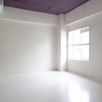 洋室の天井はパープルです!