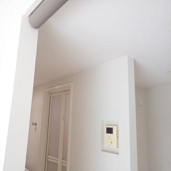脱衣所は突っ張り棒にカーテンで仕切れますよ。