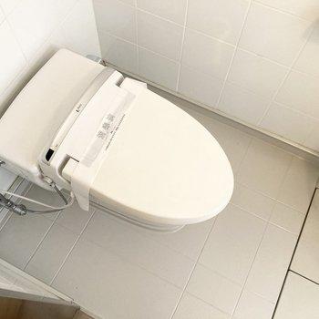 お風呂と同室にトイレがあります。※写真は7階の反転間取り別部屋のものです