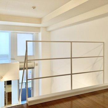 【洋室4帖】朝は窓から気持ちのいい光が差し込みそうですね。※写真は7階の反転間取り別部屋のものです
