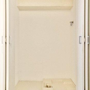 【洋室4帖】左側は洗濯機置き場でした。左横にはラックなどが置けそう。※写真は7階の反転間取り別部屋のものです