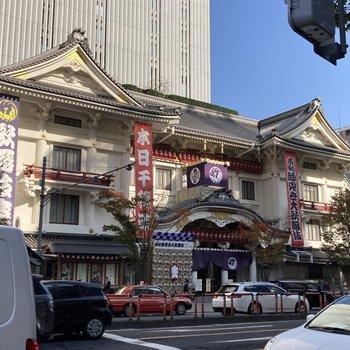 あの歌舞伎座もお部屋のすぐ近くに。