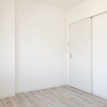 〈洋室〉洋室は寝室にするのがいいかも。ベッドが似合いそう。