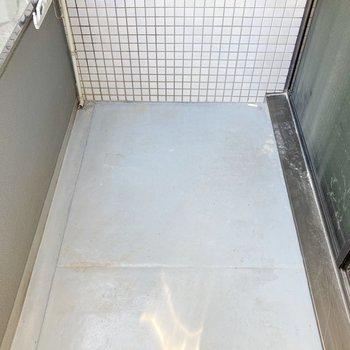 バルコニーは長方形。洗濯物は十分干せそう。