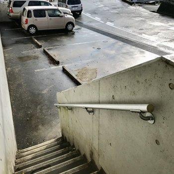 少しだけ階段をのぼって