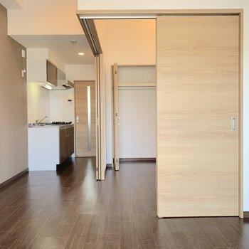 LDKと洋室は繋げやすいように、床にドアのレールが設けられていました