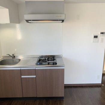 キッチン周辺にはスペースがあるので、食器置き場などを追加しても◎