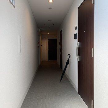 お部屋前の通路。この通路の広さなら、引越しもスムーズ。