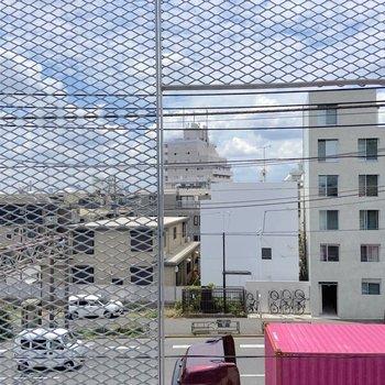 眺望として、大通りが見渡せます。