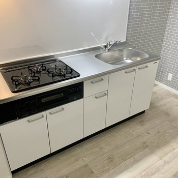 コンロは3口のしっかりキッチン。どんな料理を作ろうか??
