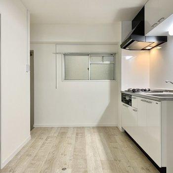キッチン横はすぐ玄関なので、あまりものは置きたくないですよね...!!