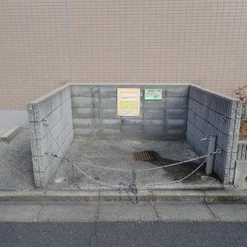 【共用部】ゴミ置き場もありますよ。