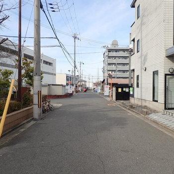 【周辺環境】大通りから入ったところにあるので車どおりもほとんどなかったです。