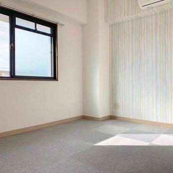 洋室です。3部屋とも違う雰囲気なのでテレワークによさそう。