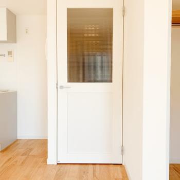 イメージ】リビングと廊下の間にはかわいい扉が!(取手は黒になりますよ!)