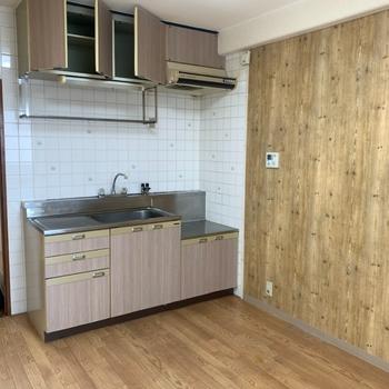工事前】元々あるレトロなキッチンも交換されて