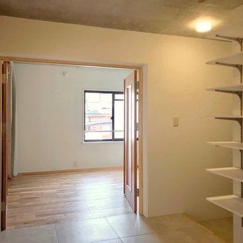 ホールから見てみるとこんな感じ。家具の搬入もしやすそう。