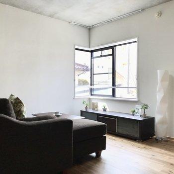 ゆったりと家具をレイアウトできる広さです。(※写真の家具小物は見本です)