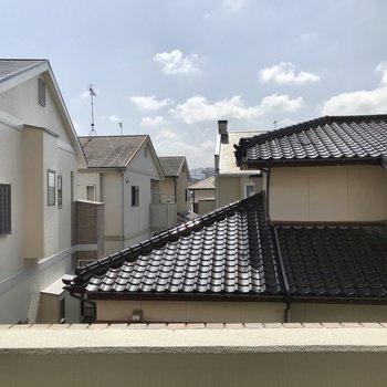 屋根がちらり。圧迫感はないですよ!