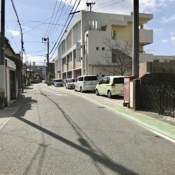 まわりは閑静な住宅街。バス停までは徒歩圏内です!