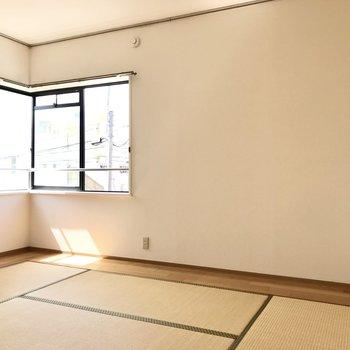 8畳の和室でした!ここの壁にもレールがありますよ!
