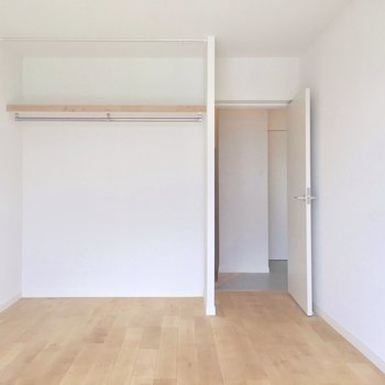 こちらにも収納あります!ゲストルームとして使うのもいいですね。(※写真は前回工事したお部屋のものです)