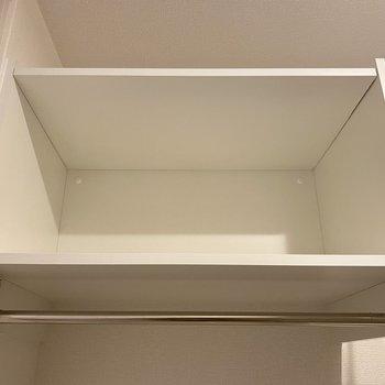 上には棚が。デザインの可愛い洗剤や柔軟剤をそのまま置いても◎