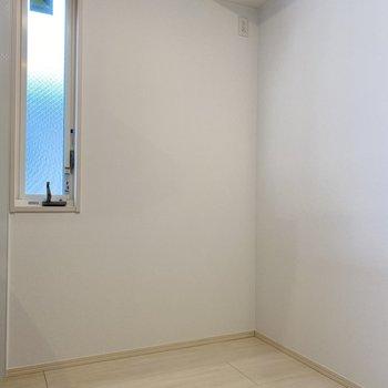 キッチンスペースが広いから、食器棚も置けそうです。