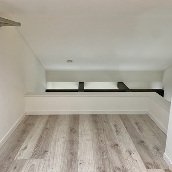 【ロフト】ミニソファやローテーブルを置いて、ちょっとしたリラックススペースに。※写真は同間取り角部屋のものです