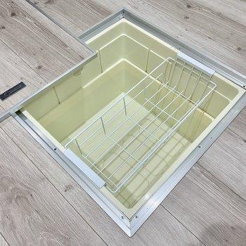 【DK】床下収納には保存の効く調味料や食材を。※写真は同間取り角部屋のものです