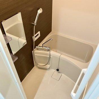浴室もリラックスできそうな空間ですよ。※写真は同間取り角部屋のものです