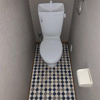 トイレも脱衣場も、LDKとは違って、レトロな雰囲気です(*フラッシュを使用しています)