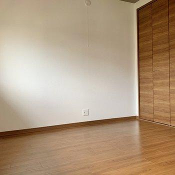 【洋室】6帖の広さ。寝室にするにはぴったりかな