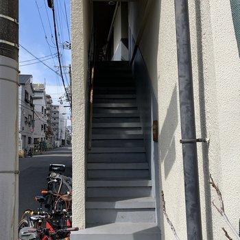 若干、階段は急でした