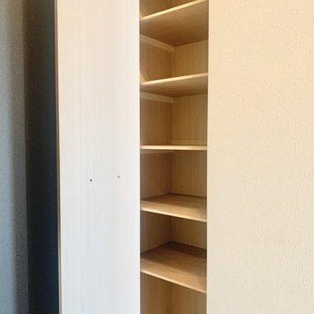 シューズボックスは小さめかな。(※写真は8階の同間取り別部屋、清掃前のものです)