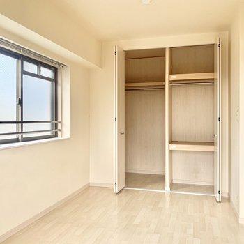 収納スペースも大きめです。(※写真は8階の同間取り別部屋、清掃前のものです)