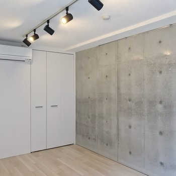 クローゼットの扉も白。シンプルなのがいいですね。(※写真は2階の同間取り別部屋のものです)