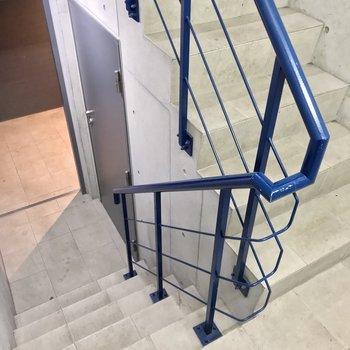 この階段をのぼって。