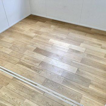 広さはこのくらい!無垢床が良い味だなあ◯