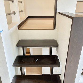 少しの階段をのぼるとロフトスペース。