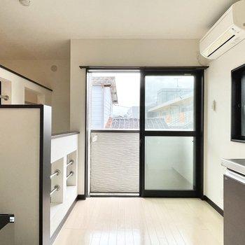 2階はキッチンルームです。2面採光になっています。