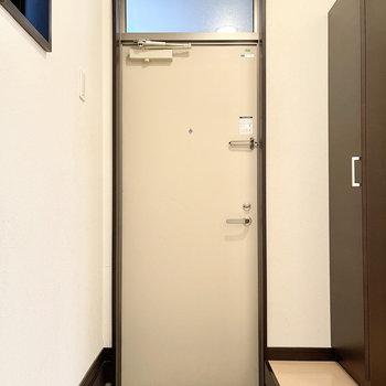 玄関はちょっぴり狭めでした。