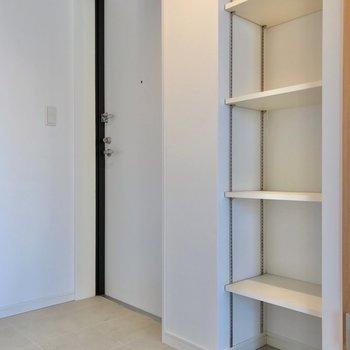 シューズボックスはオープンタイプ。飾るように収納しましょう! (※写真は7階の同間取り別部屋のものです)