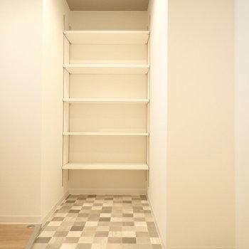 靴は棚に綺麗に並べたいですね~!